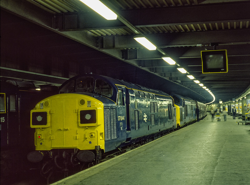"""37044 and 37091 on the blocks at Euston with 1Z37, the 07:30 Finsbury Park - Euston, <br /> via the Severn Valley Railway and the Great Central Railway, on 4th July 1987.<br /> This was the """"Independant"""" organised by Hertfordshire Rail Tours. Scanned Transparency."""