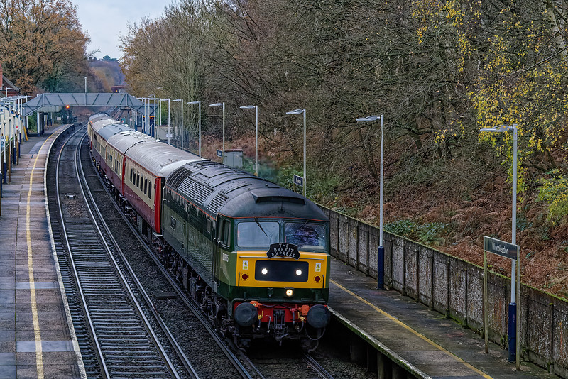 47805 (D1935) passing Worplesdon with 1Z82, the 12:31 Victoria - Shalford, <br /> on 10th December 2020. 47853 (47614) is on the rear.