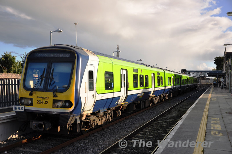 29002 stands at Carlow waiting to cross the 1735 Heuston - Waterford. Sat 11.09.10