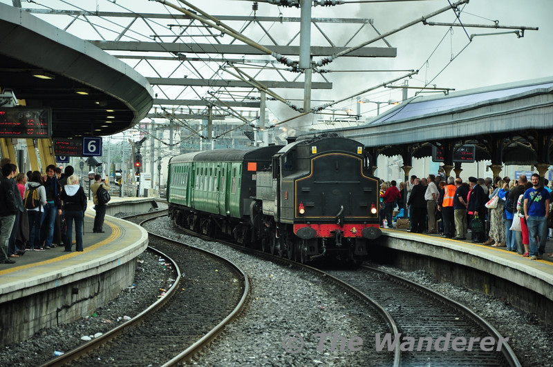 No. 4 pulls into platform 5 at Connolly with the stock for the RPSI Seabreeze tour to Wexford. Sun 25.07.10
