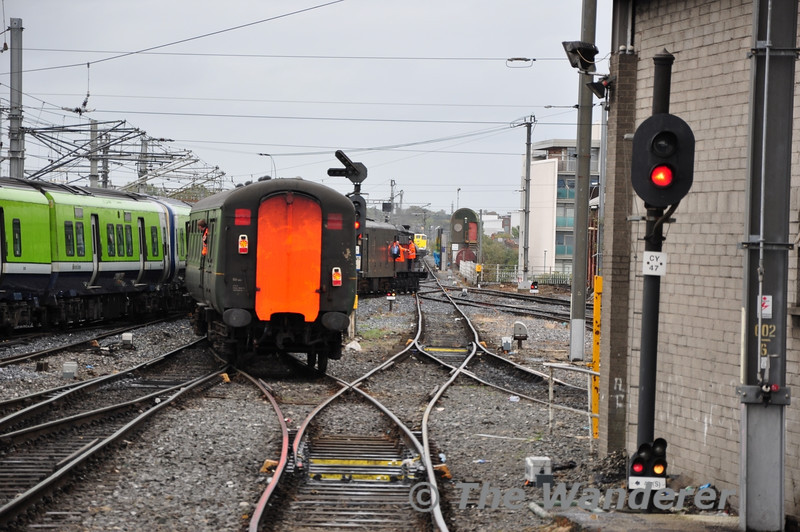 186 propells the rake of MKII carriages back to platform 1 at Connolly. Sun 11.09.11