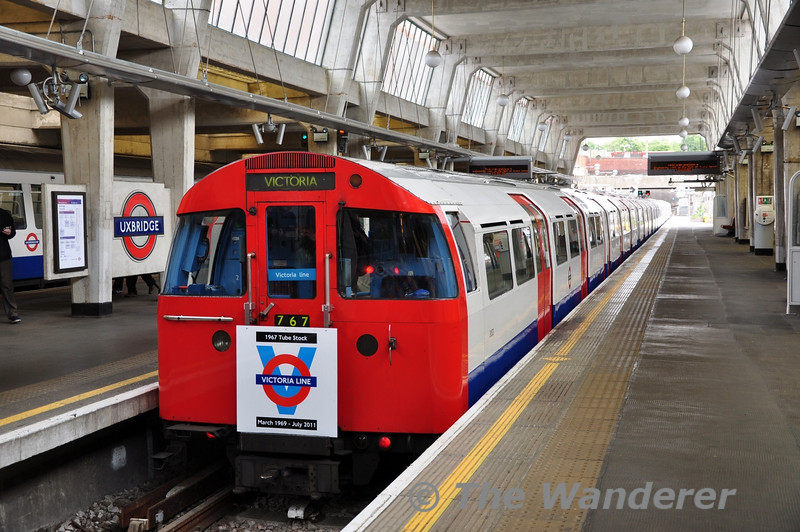 3133 + 3071 in the middle platform at Uxbridge after arriving from Northumberland Park Depot. After a break of just over an hour to allow time for lunch the tour would then head to the reversing siding at Acton Town and Ealing Broadway.  Sun 15.05.11