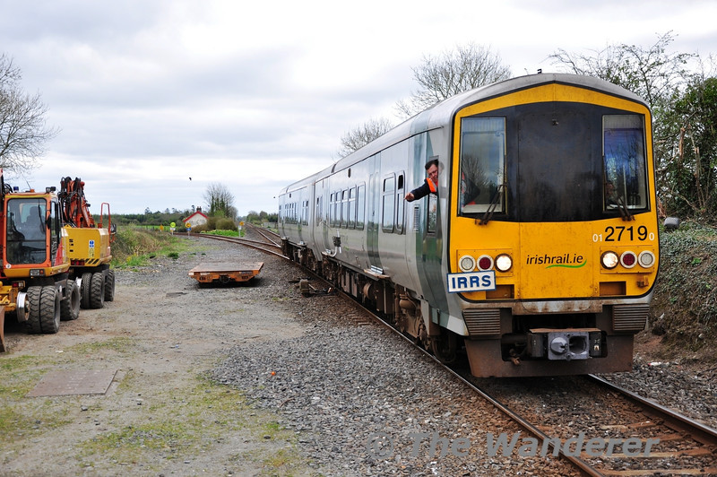 The Electric Train Staff (ETS) is captured in mid air as it is given up to the Killonan Jct Signalman from 2719 + 2722. Sat 31.03.12
