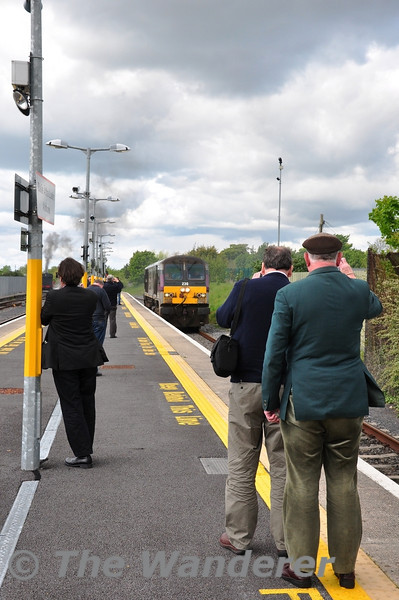 230 rolls down platform 3 at Athlone. Sat 12.05.12