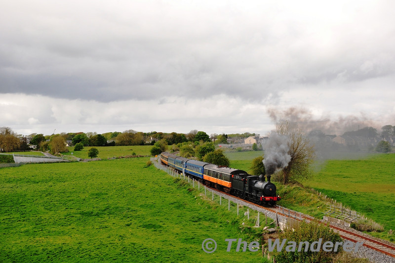 After the break at Athenry, 186 is pictured at Gortnahown on the last leg of the South Clare Railtour to Ennis. Sat 12.05.12