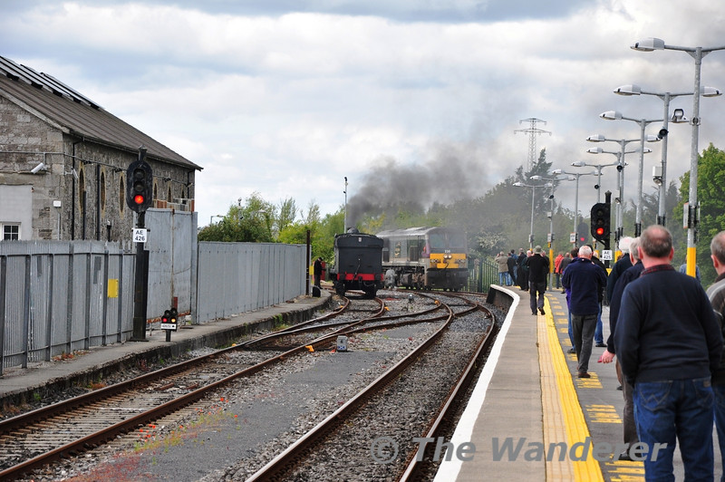 Loco Change at Athlone. 230 is shunted into Platform 3 at Athlone, before going Light Engine to Inchicore. 186 will shortly back down onto the Cravens to take them forward to Ennis. Sat 12.05.12