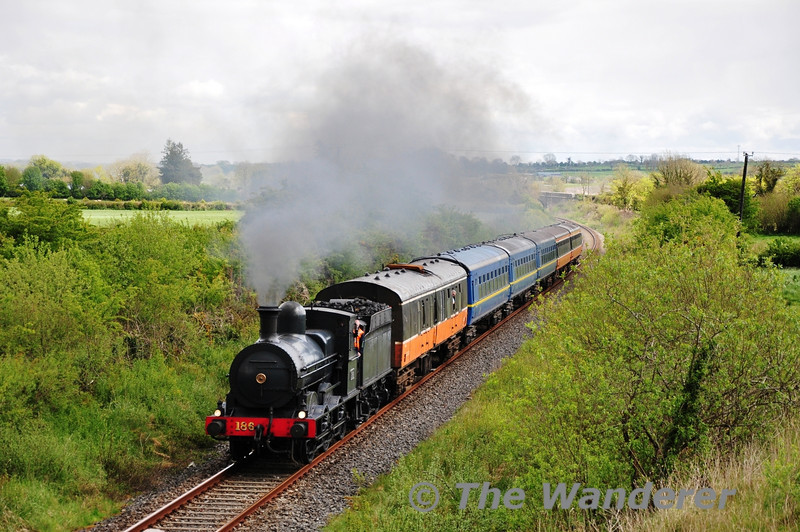 186 hauls the South Clare RPSI Railtour past Kilmalaw at the 95 3/4 MP. Sat 12.05.12