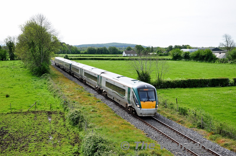 22054 + 22053 pass Shanderry with the 0925 Heuston - Galway. Fri 16.05.14