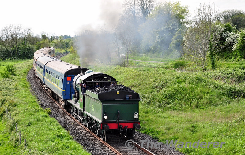 461 steams back towards Connolly at Cloncurry Bridge with the 1650 Enfield - Connolly RPSI St Canice's Railtour. Sat 17.05.14