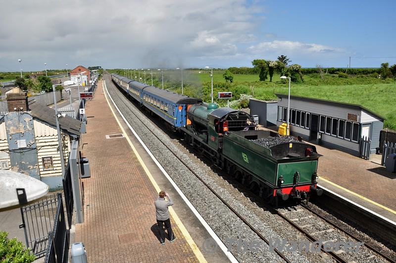 "461 passes Gormanston with the 1215 Drogheda - Balbriggan ""Balbriggan Festival"" Railtour. Sun 31.05.15"