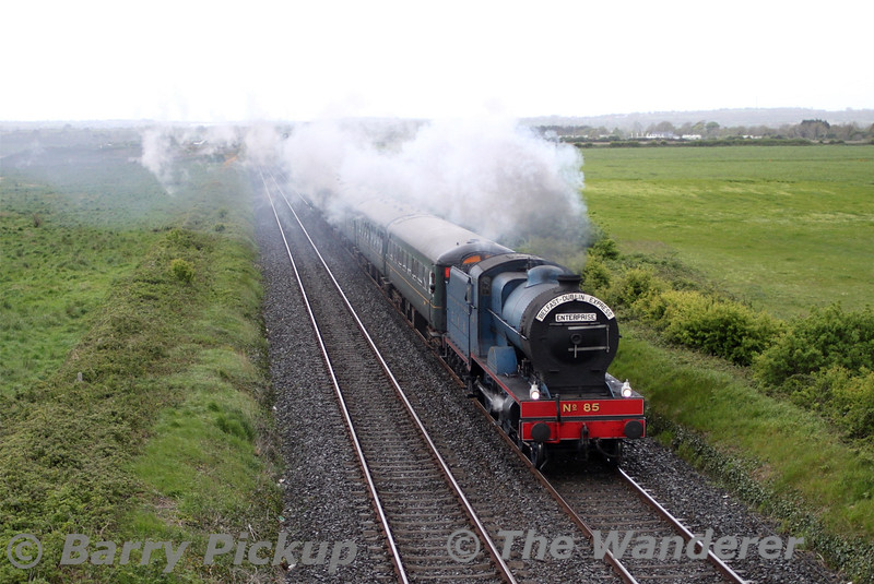85 passes Gormanston Airfield with the final leg of the South Munster Railtour, 1908 Connolly - Whitehead. A splendid end to the weekend. Mon 11.05.15<br /> <br /> Picture courtesy of Barry Pickup.