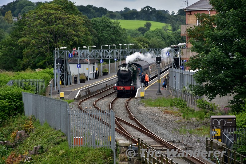 461 stands at Enniscorthy with the 1408 Connolly - Rosslare Strand Spl. Thurs 17.06.16