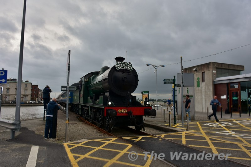 """461 and its rake of Cravens on Wexford Quay with the 1408 Connolly - Rosslare Strand """"Emerald Isle Explorer"""" Spl. Thurs 17.06.16"""