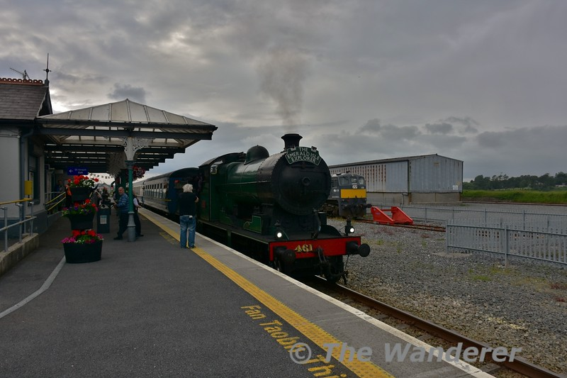 461 arrives at Wexford. In the backround is 076 which would be bringing the Cravens carriages back to Dublin Connolly. Thurs 17.06.16