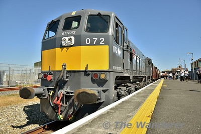 072 waits departure from Wexford with the 1550 Rosslare Strand - Connolly Seabreeze Special. Sun 08.07.18