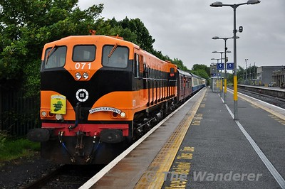 071 stands in Athlone with the 1530 Galway - Claremorris Emerald Isle Express. Wed 13.06.18