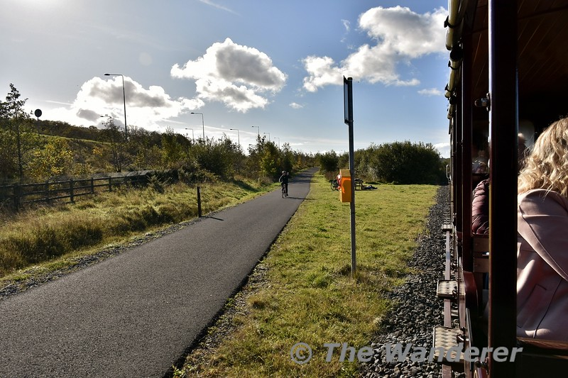 The Greenway diverges from the railway route for a few 100 metres. Sun 27.10.19