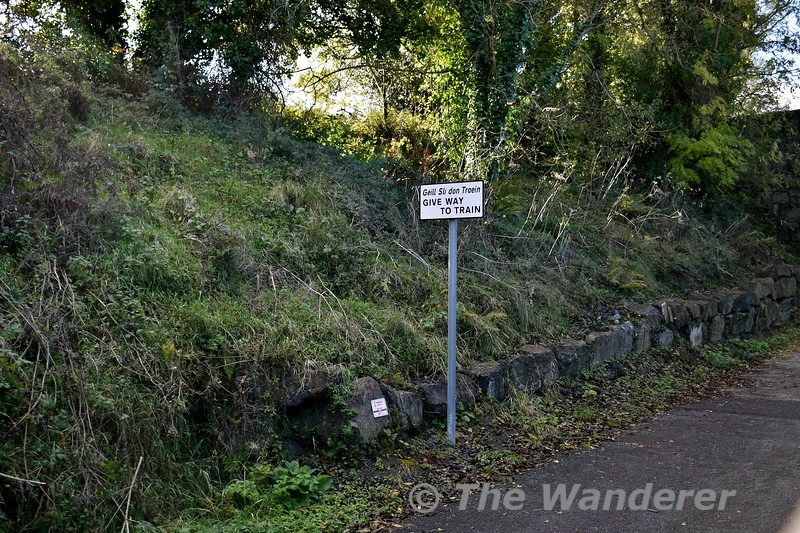 With a narrow bridge ahead the greenway has a warning to give me to trains. Sun 27.10.19