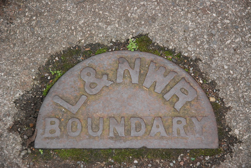 Boundray plate Newton Le Willows