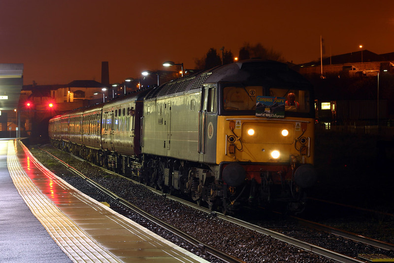 """47709 (47854 on rear out of view) stands at Blackburn with the 1Z27 06:40 Blackburn-Cardiff Central Compass tours """"Heart of Wales Express"""" railtour 13-12-03"""