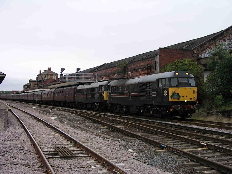 31459 31128 - Wakefield Kirkgate - 25/08/2003