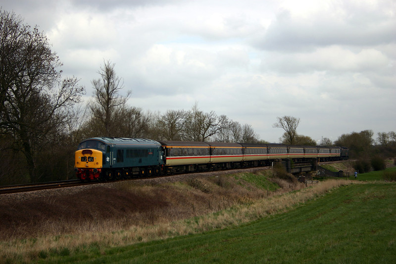 45112 Passing Frisby on the Wreake with the 1Z45 10:37 St Pancras-Leicester 08-04-04. Note the on tour member of the 'HM Photographic Society' failing to blend into the field!!