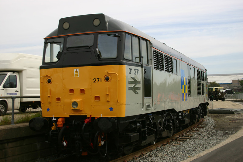 37271 sparkles in Construction Sector Livery