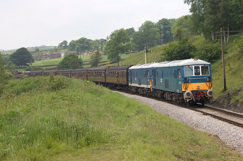 E6005+E6006 roll down Oakworth bank with the 11:30 Oxenhope to Keighley on 18th June 2005