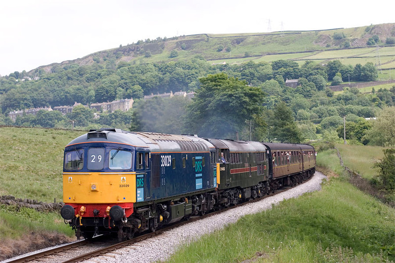 33029+31452 clag up the bank from Damems Loop toward Oakworth with the 13:45 Keighley to Oxenhope on 18th June 2005