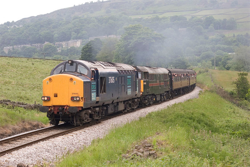 37605+31452 climbing Oakworth Bank with the 10:45 Keighley to Oxenhope on 18th June 2005