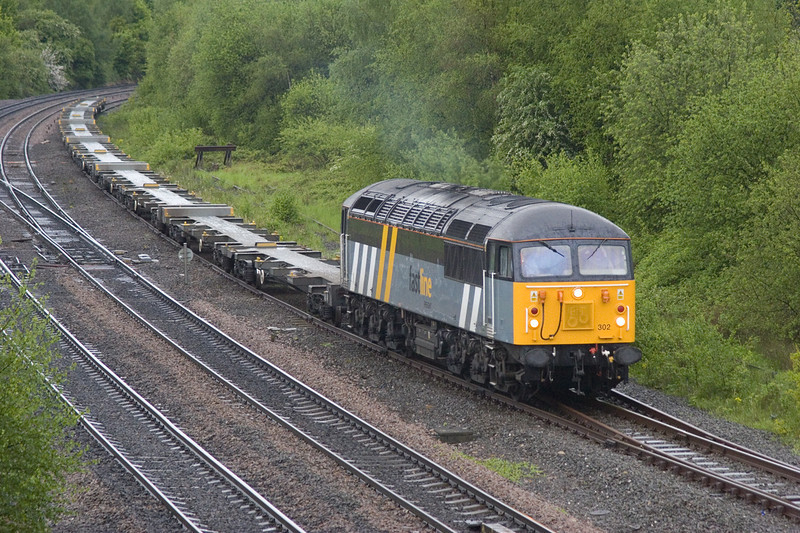 56302 with a cautious approach to Clay Cross in the rain  junction 100mins early with a 4E90 22:45 (fri) Grain to Doncaster on 20th May 2006