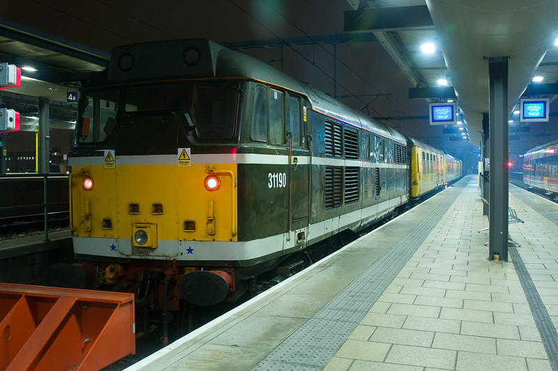 31190 at the stops at Leeds at the rear of a 4Q10 18:45 Derby to Leeds on 19th December 2007
