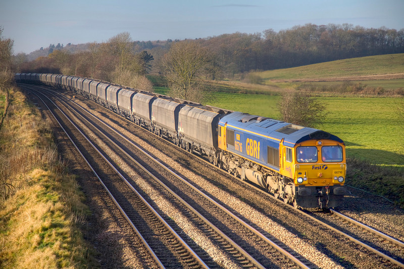 66716 in the bling at Knabbs Crossing, New Barnetby with a 4R41 09:28 Eggborough to Immingham on November 28th 2008.