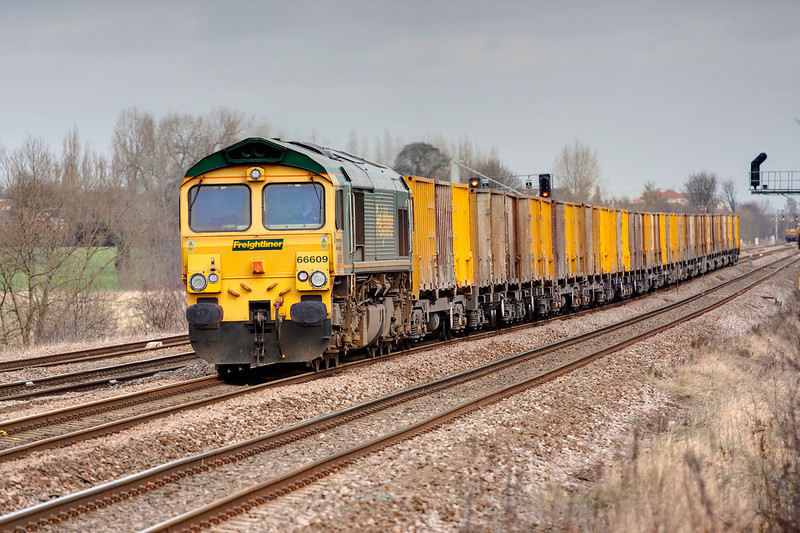 66609 on approach to Horbury Junction with a 6M07 11:09 Roxby to Pendleton on