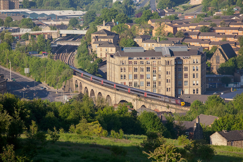 43378 + 433321 crossing Dewsbury viaduct with a 5V47 Neville Hill to Manchester Piccadilly ECS on May 30th 2009