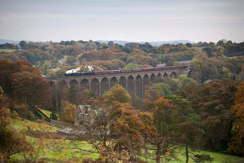 "45407+45231 cross Denby Dale Viaduct with a 1Z30 ""The Tin Bath Extra""  Sheffield to Manchester Victoria on October 18th 2009"