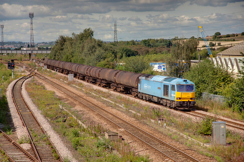 60074 departs HM in the bling after a crew change with a 6E32 Preston to Lindsey empty bitumen tanks on August 5th 2010.