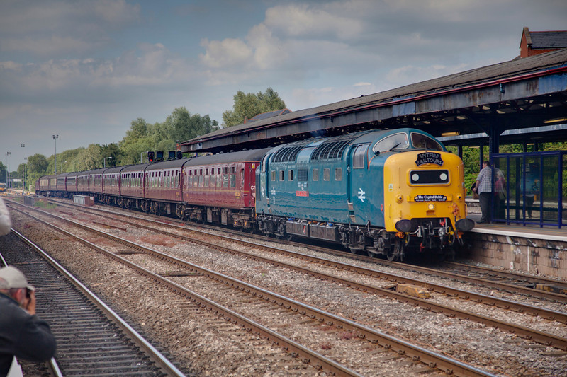 """55022 enters Oxford Station with the stock for the 1Z56 Oxford to Preston return leg of the""""Capital Deltic"""" tour on June 12th 2010."""
