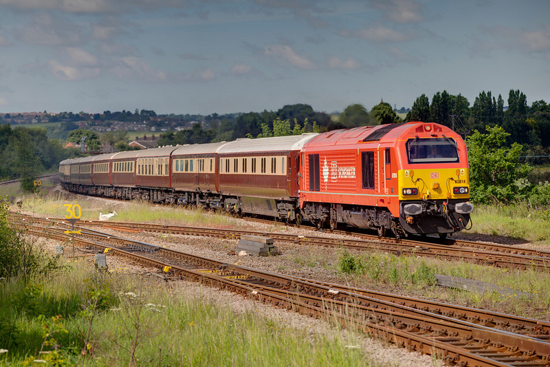 """67018 caught in a jammy patch of sunlight at Horbury Junction while working a 1Z61 Birmingham International to York """"Nag-ex"""" on June 15th 2010."""