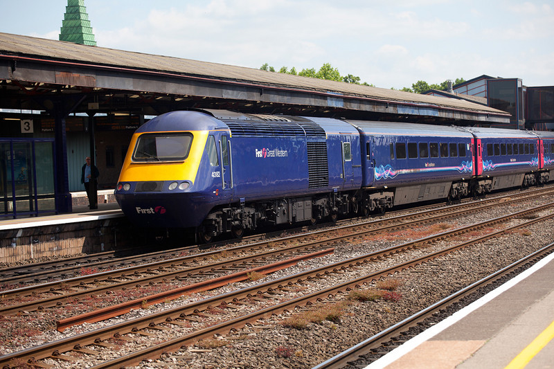 43182 brings up the rear of the 15:10 Oxford to London Paddington, prior to departure on June 12th 2010.