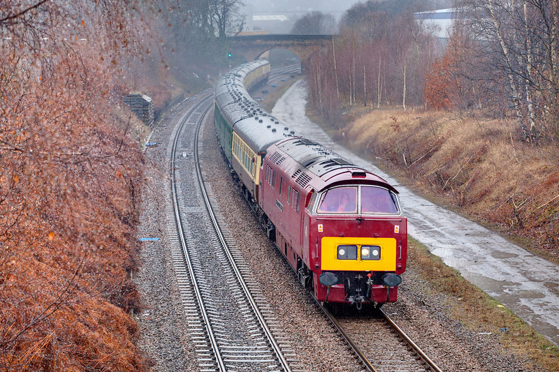Not everyday you gety a Western in West Yorkshire and you've guessed it the weather was fowl!!  D1015 heads past Bradley, near Huddersfield with a 1Z87 Bristol to Buxton railtour on March 20th 2010