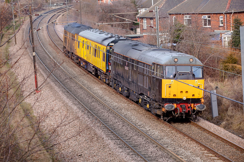 31459+31602 pass Wrenthorpe with a 2Q08 Doncaster to Doncaster on March 2nd 2010.