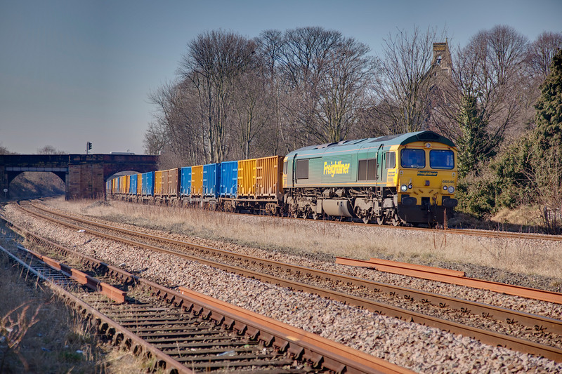 66546 rolls past Forge Lane Horbury Junction with a 6E06 Bredbury to Roxby GMC Binliner on March 8th 2010