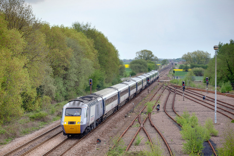 43300+43313 passing the sidings at Gascoigne Wood witha 1D32 12:10 London Kings Crtoss to Wakefield Westgate on May 1st 2010.