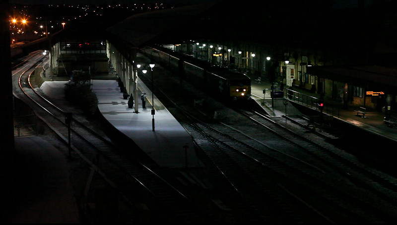 47580 - Departing Huddersfield - 27/11/2010