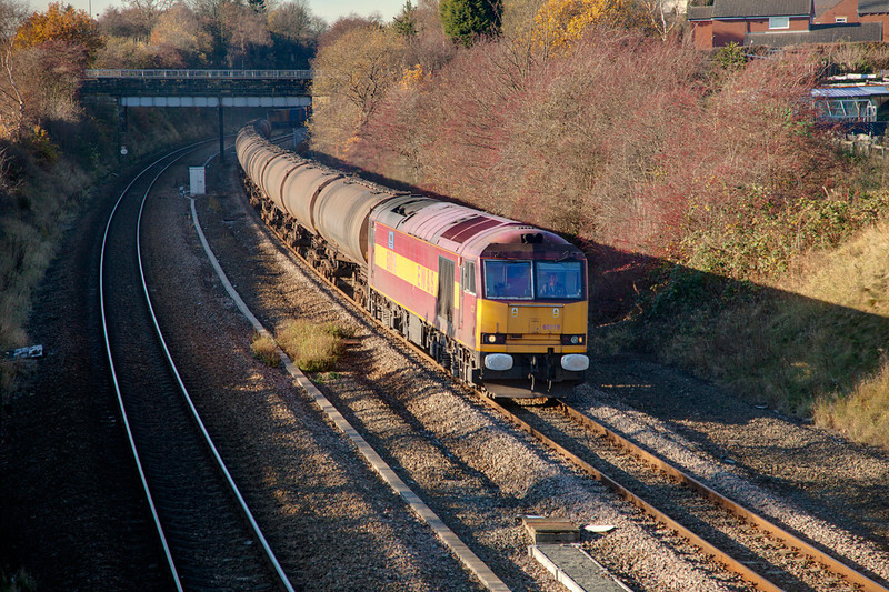 60019 in Horbury Cutting with the last 6E32 to use the old bogie tanks on November 26th 2010.