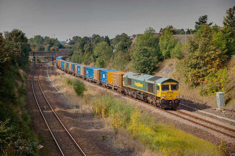 66951 is seen passing Millfield Lane road bridge in Horbury Cutting with a 6E06 Bredbury to Roxby on September 22nd 2010