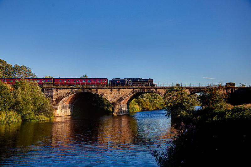 44932 crosses the calder at Wakefield at the head of the 1Z24 16:55 Scarborough to York SSE on 9th August 2011