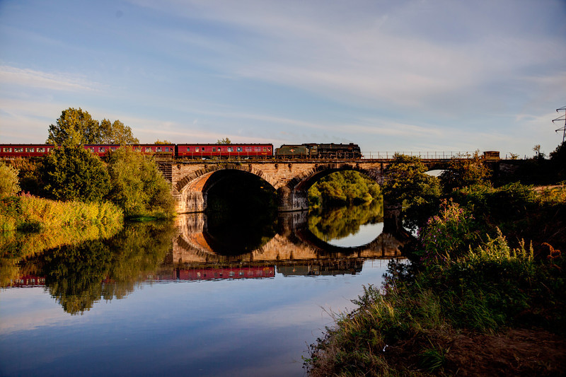 46115 crosses the River Calder at Wakefield with a 1Z24 16:55 Scarborough to York on 17th August 2011