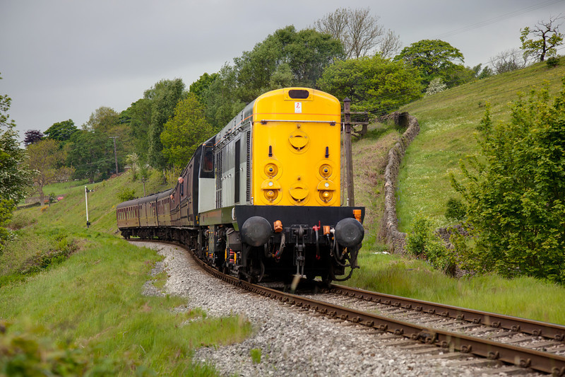 20031 rolls down toward Damems from Oakworth with the 11:20 Oxenhope to Keighley on May 20th 2011.